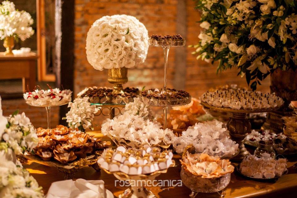 flores e docinhos casamento rustico